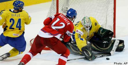 Superb goaltending helps Tre Kronor oust Czechs