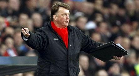 Van Gaal picked to replace sacked Klinsmann at Bayern Munich