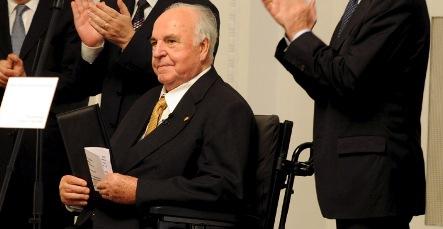 Weakened Helmut Kohl appears in public after operation