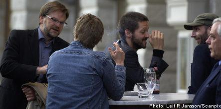 Swedes back al fresco smoking ban