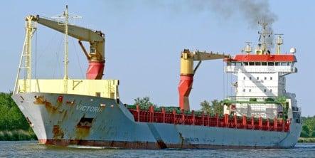 Somali hijackers release German ship for ransom