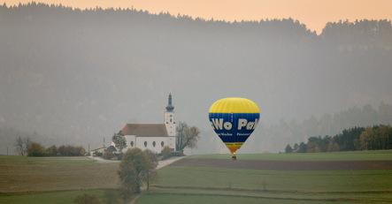 Hot-air balloon makes shocking landing