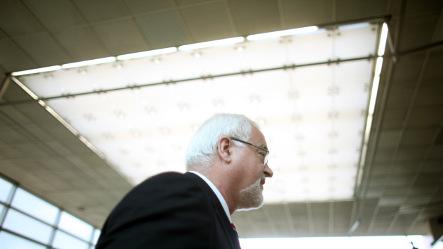 Schleswig-Holstein premier Carstensen calls confidence vote