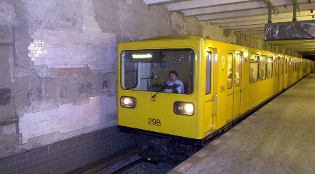 Teen dies after fall from Berlin U-Bahn train