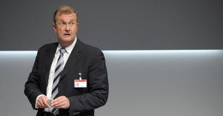 Porsche boss and finance chief step down