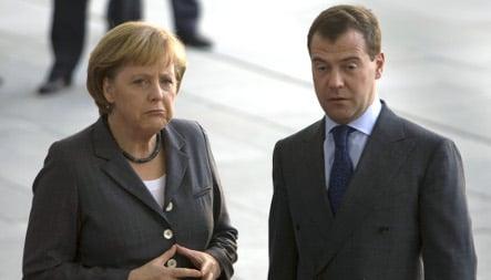 Merkel meets Medvedev to discuss energy