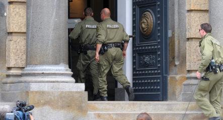 Defendant kills witness in Dresden court