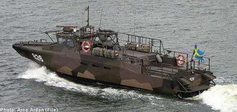 Swedish naval vessel jumps Göta Canal banks