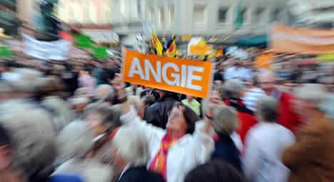 Flash mob greets Merkel at Hamburg rally