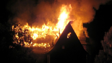 Fire destroys 16th century Bavarian castle