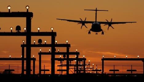 Pilots report surge in laser pointer attacks during landings