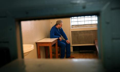Former Stasi prisoner goes back to jail for art