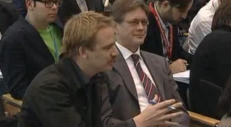 Dutch journalist unsettles Merkel with questioning