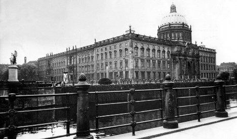 Berlin City Palace delayed until 2016