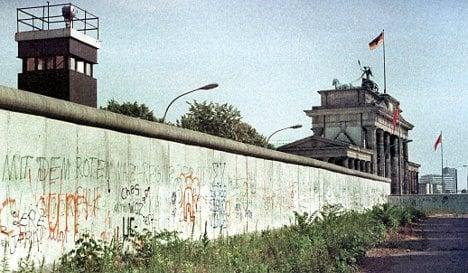 Website offers unprecedented glimpse at Berlin Wall