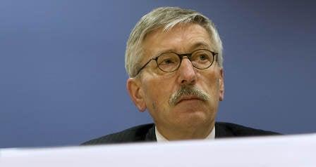 Bundesbank boss hints Sarrazin should quit