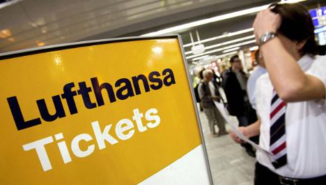 Lufthansa to shed staff in savings push