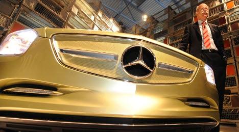 Daimler Q3 profit plunges 74 percent