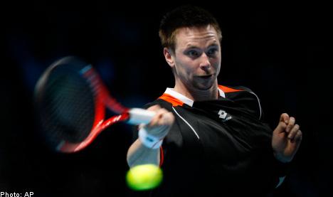 Söderling upends Nadal in London ATP finals