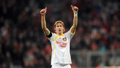 Kiessling puts Bayer Leverkusen back on top