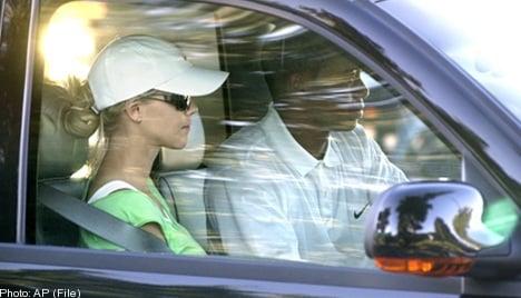 Woods' Swedish wife in car crash rescue