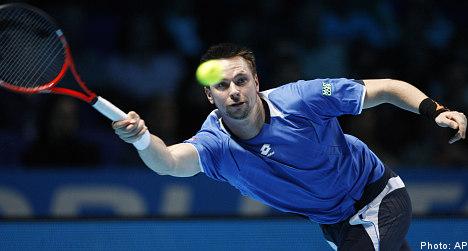 Söderling sweeps past Djokovic into ATP semis
