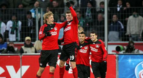 Kroos double shoots Leverkusen back to top spot