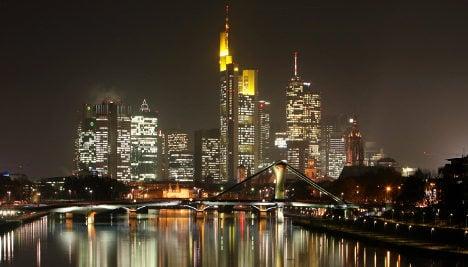 Germans back tax on bankers' bonuses