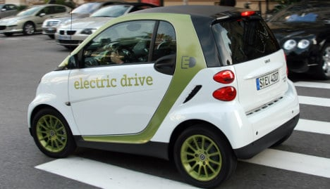 Daimler delivers first e-Smart cars in Berlin