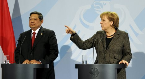 Merkel 'nervous' climate talks could fail