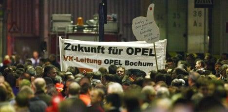 Opel workers reject GM job cut plans