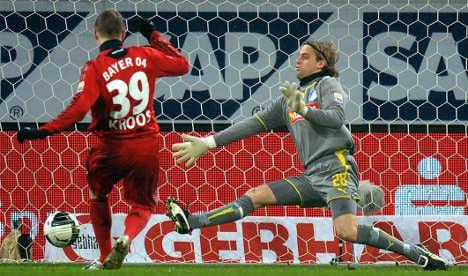Kroos takes Leverkusen back to top of Bundesliga