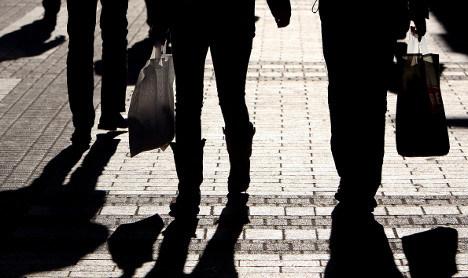 Retail sales resist dire downturn in 2009