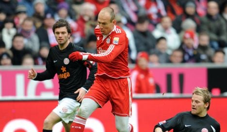 Bayern regain top spot with home win