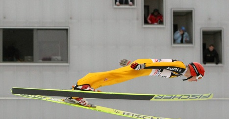 German ski-jumpers disappoint at home