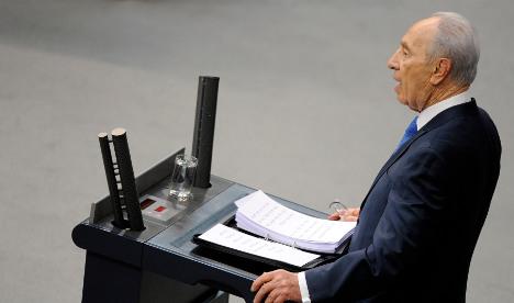 Peres demands justice for living Nazi criminals