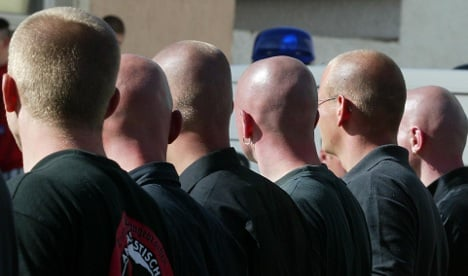 Neo-Nazi violence dropped in 2009