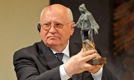 Gorbachev receives Dresden award for nuclear disarmament