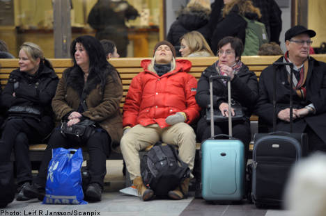 Snowfalls cause widespread travel chaos
