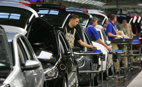 VW profits plummets 80 percent in 2009