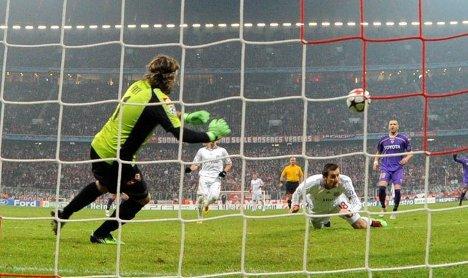 Bayern beats Fiorentina with controversial Klose strike