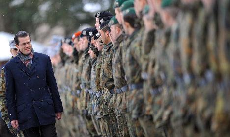 Guttenberg kick-starts shorter conscription periods