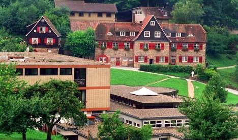 Abuse scandal hits elite progressive school
