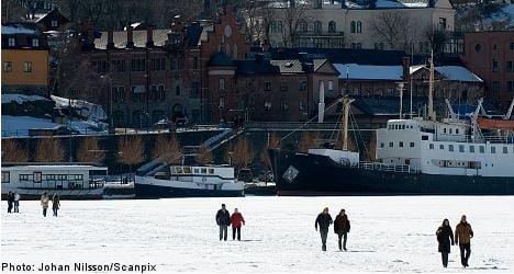 Stockholm police issue melting ice alert