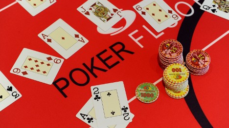 Poker bandit turns himself in to police