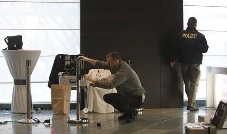 Police hunt machete-wielding poker robbers