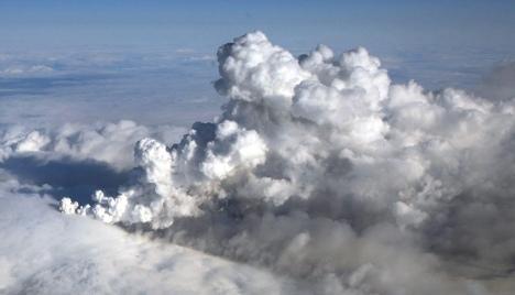 Volcanic ash shuts Berlin and Hamburg airports