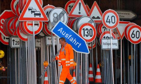 Transport minister halts pricey street sign update