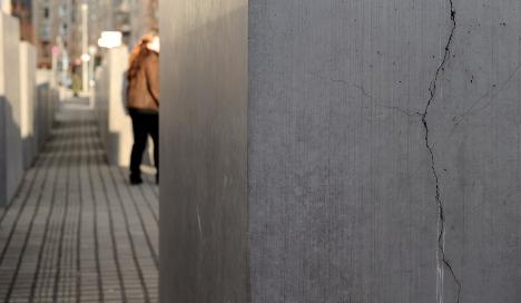 Cracks still plaguing Holocaust memorial