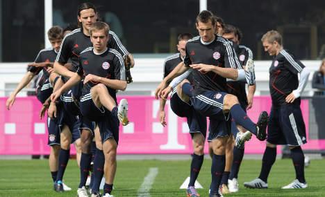 Bayern Munich edges toward treble dream